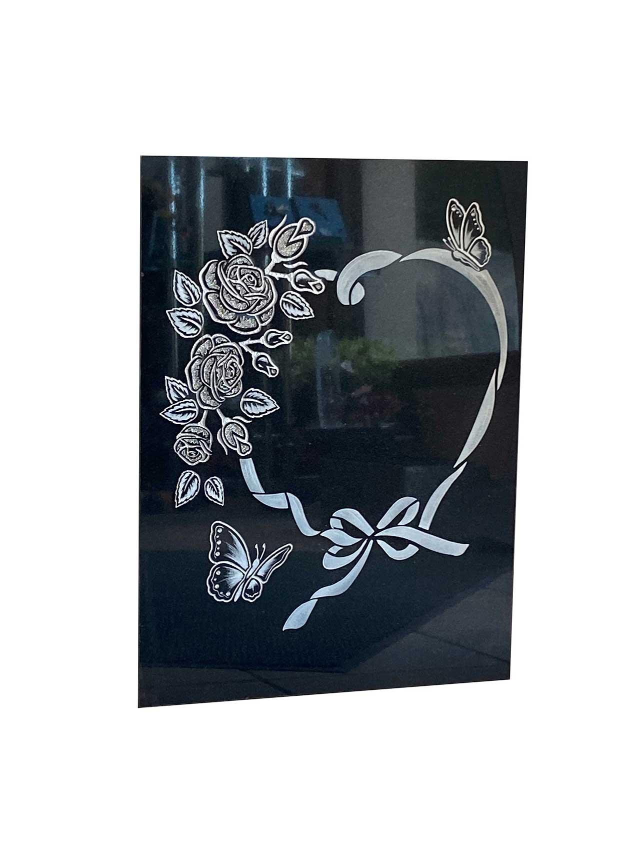 Gravure coeur roses et papillons