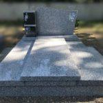 Monument funéraire avec stèle et cavurnes - Marbrerie Borro